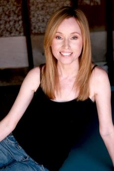 April Nicholson039
