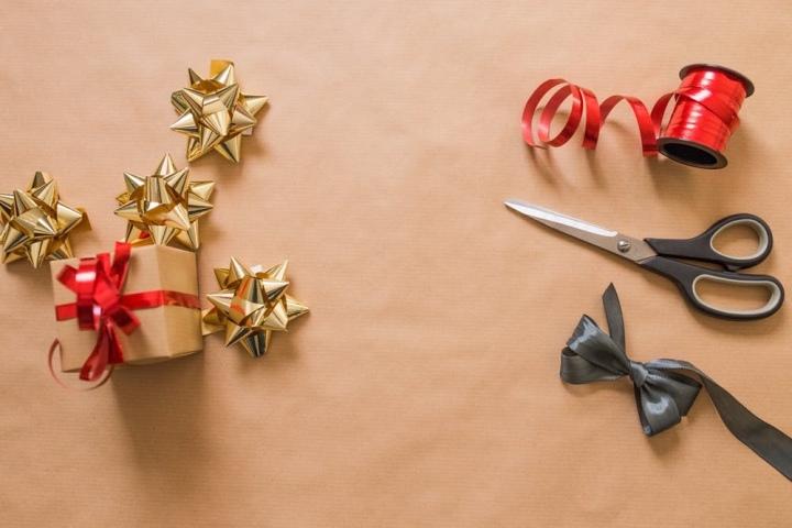 How To: gift wrap like aKardashian