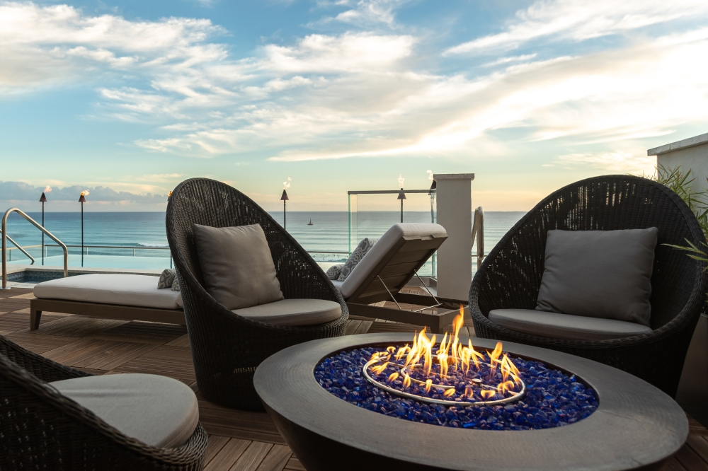ESPACIO-Pool-dusk-with-Firepit-4000x2667