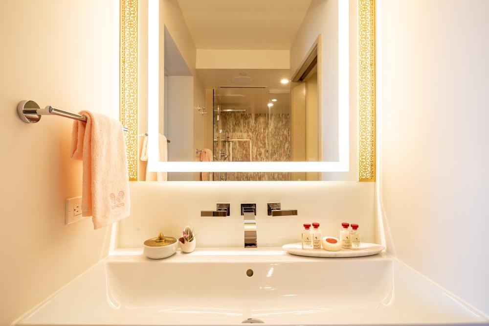 ESPACIO-THE-JEWEL-OF-WAIKIKI-Bathroom-Sink-Vanity-3000X2000 (1)