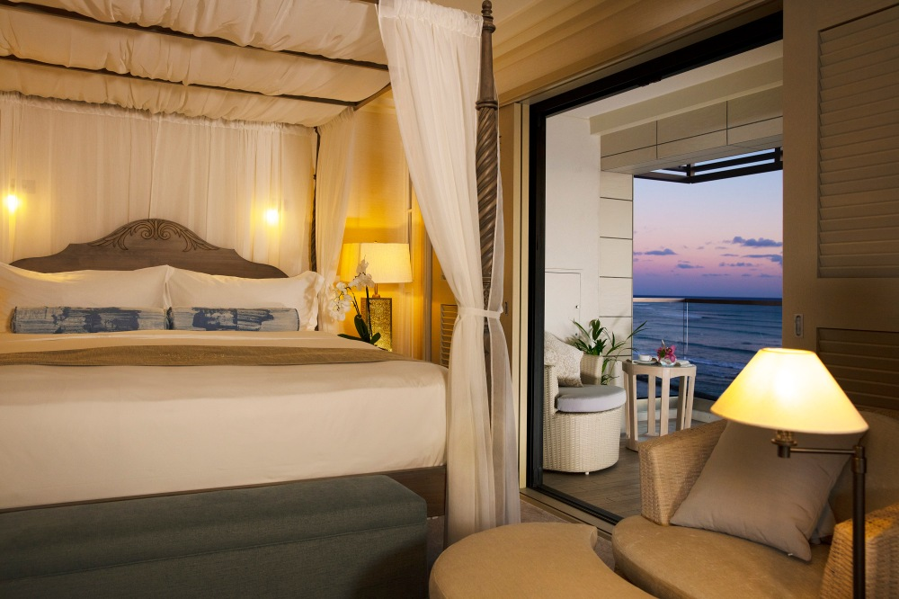 ESPACIO-THE-JEWEL-OF-WAIKIKI-evening-master-bedroom-blue-3000X2000