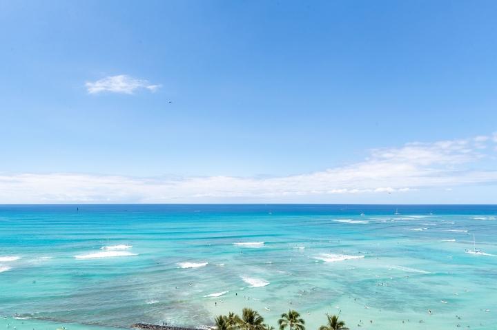 Jennie Garth Family Vacay in Waikiki Was All AboutLUXURY